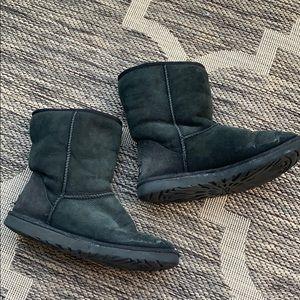 Ugg short black boots size 8